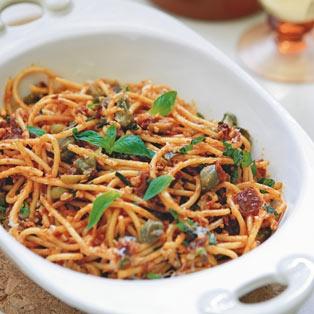 Spaghetti z dynią i pomidorami (źródło: pinterest.com)