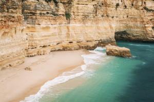 Fot: iStock, Praia da Marinha, Carvoeiro, Portugalia