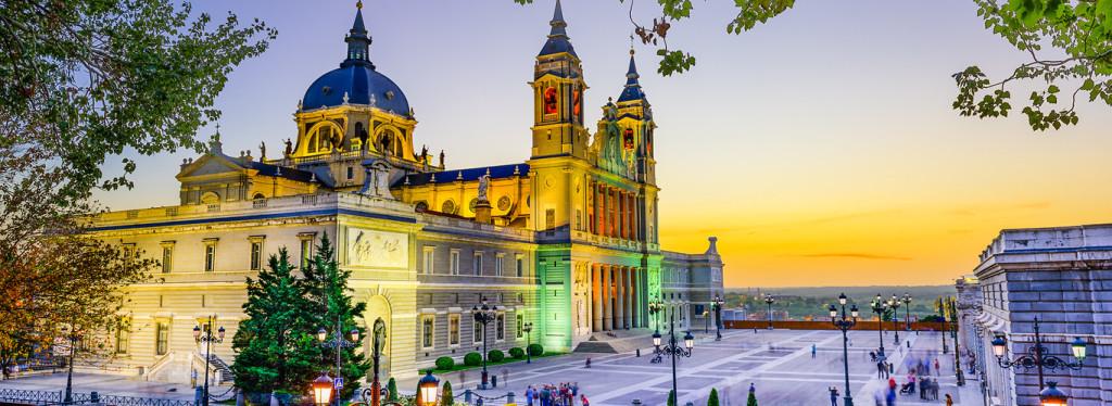 widokówka z Madrytem po zachodzie słońca - Hiszpania last minute
