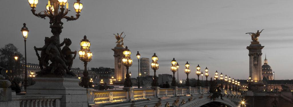 most w paryż wycieczka z zapalonymi lampami