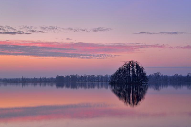 stawy milickie po zachodzie słońca